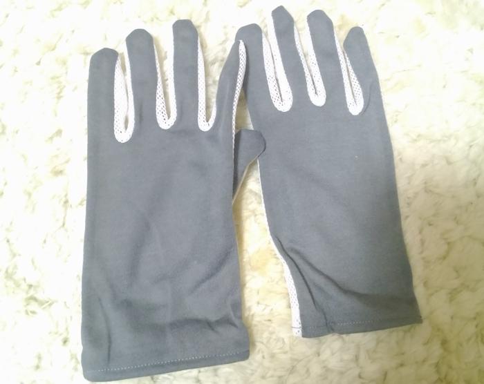 セリアグレーのUVメッシュ手袋
